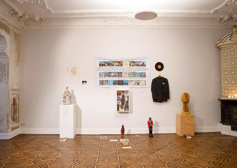 12.09-10.10.2021 –»Talking Mirrors«  Ausstellung mit Georges Adéagbo, Eliane Aïsso, Ishola Akpo und Thierry Oussou